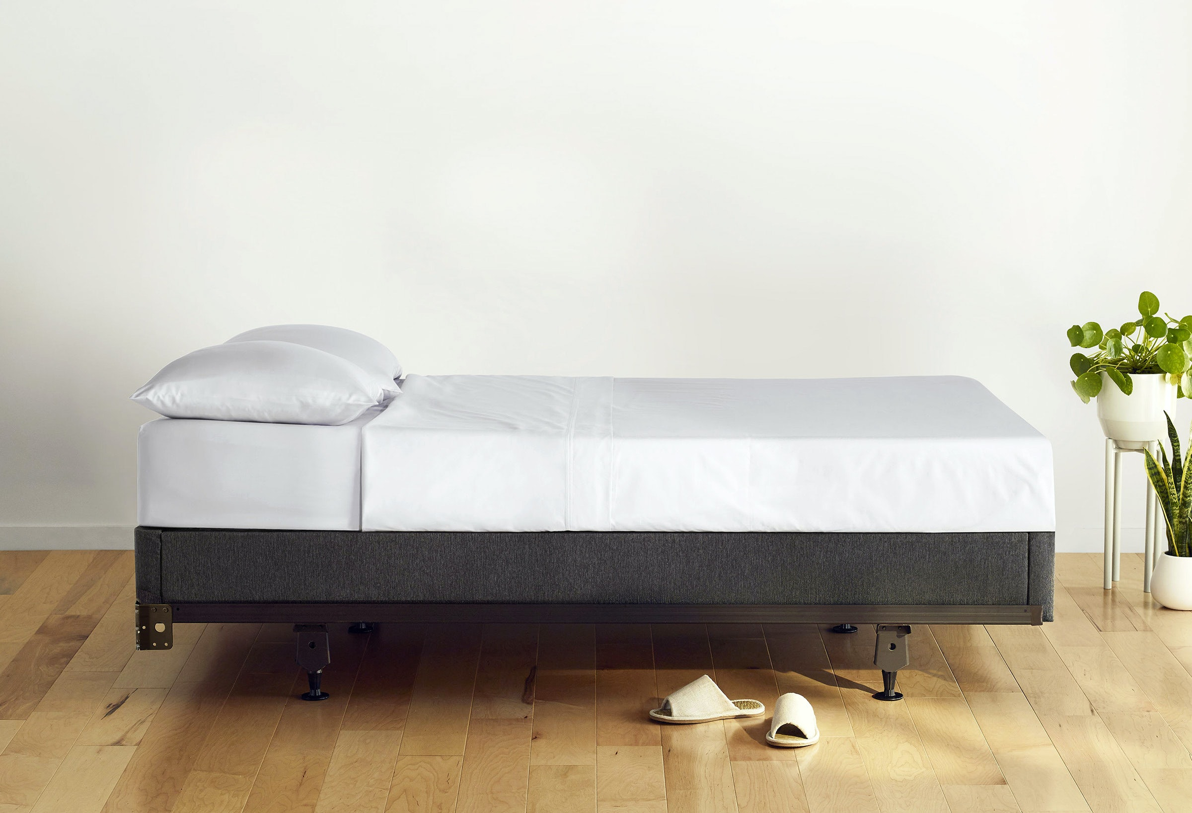 Mattress foundation and metal bed frame